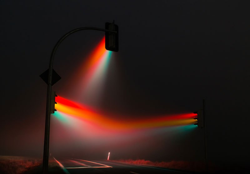 traffic-lights-in-the-fog-long-exposure-by-lucas-zimmerman-1