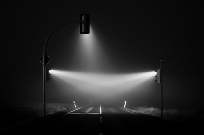 traffic-lights-in-the-fog-long-exposure-by-lucas-zimmerman-3